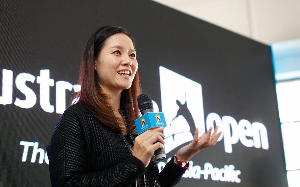 Бившата китайска звезда в тениса На Ли дари 3 млн.