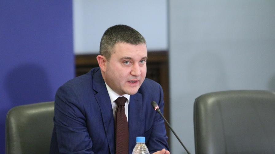 Горанов: Хазната губи половин млрд. лева годишно от укриване на приходи