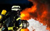 Мъж пострада при пожар в жилищен блок в