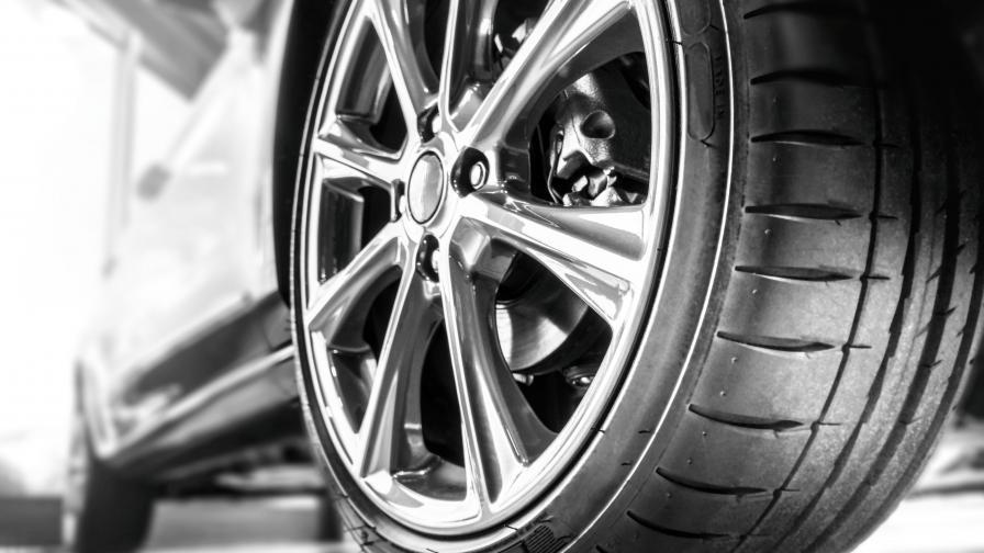 Свидетел срещу Данчо Катаджията осъмна с развити болтове на автомобила си