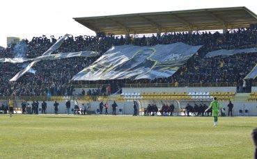 Смелост или глупост: футболът в България се завръща с фенове по трибуните