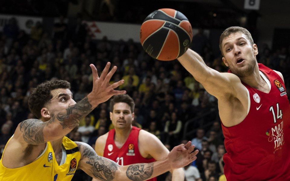 Олимпиакос нямаше сили да спре Анадолу, Александър Везенков завърши с 10 точки