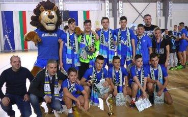 Играчи на Левски зарадваха деца в Благоевград