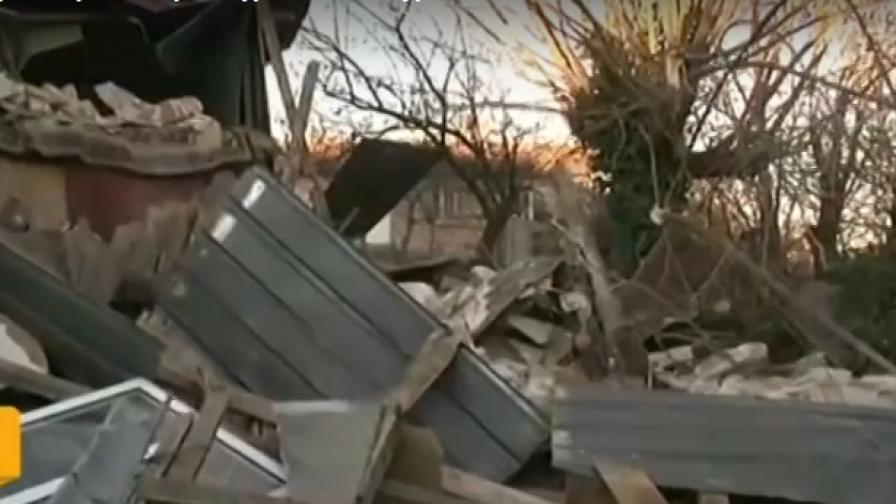 Ураганен вятър бутна вековно минаре на джамия в Омуртаг