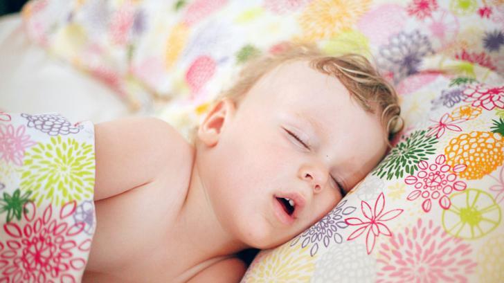 Колко спи дете на 2 години