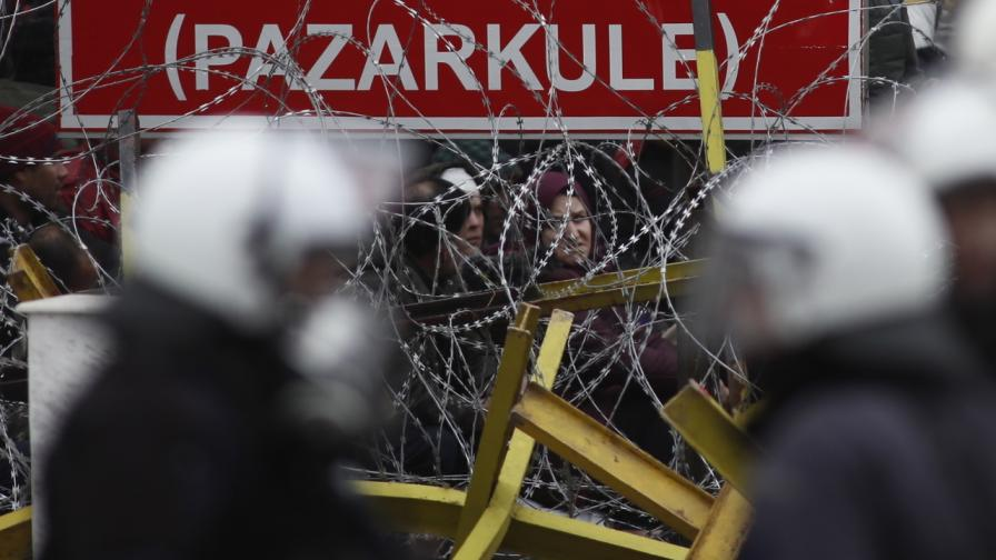 Бежанци на границата между Турция и Гърция