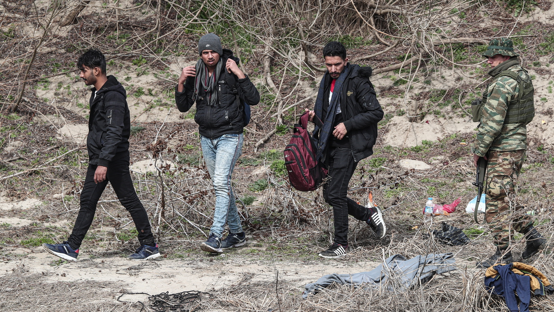 Над 5 хиляди мигранти направиха опит и тази нощ да проникнат на гръцка територия.