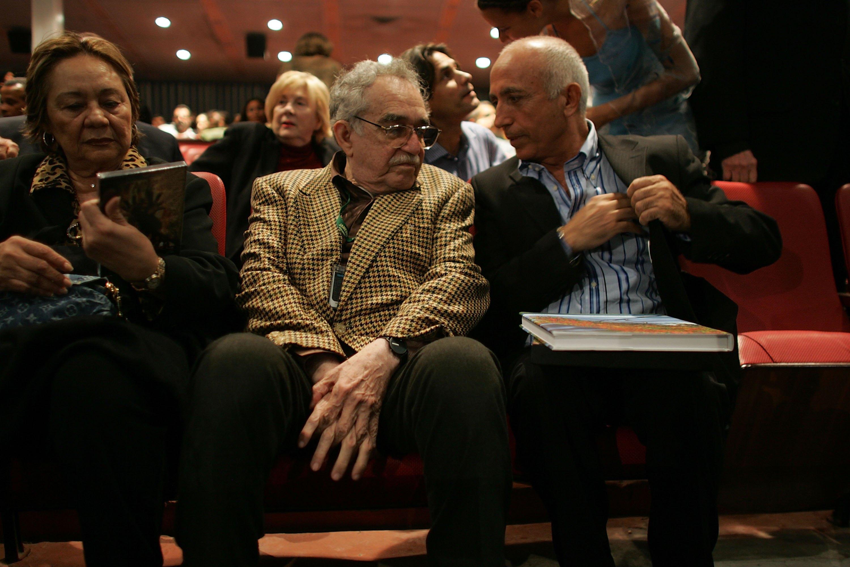 <p><strong>Маркес е сред най-значимите автори на 20-ти век</strong>, носител на Нобеловата награда за литература през 1982 г. и на Нойщадската литературна награда през 1972 г. Стартира своята кариера като журналист, но добива популярност с романите си &bdquo;Сто години самота&ldquo; (1967 г.), &bdquo;Есента на патриарха&ldquo; (1975 г.) и &bdquo;Любов по време на холера&ldquo; (1985 г.).&nbsp;</p>