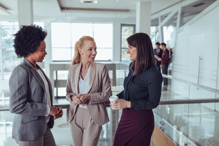 работа офис среща мъж жена бизнесмен бизнесдама бизнес