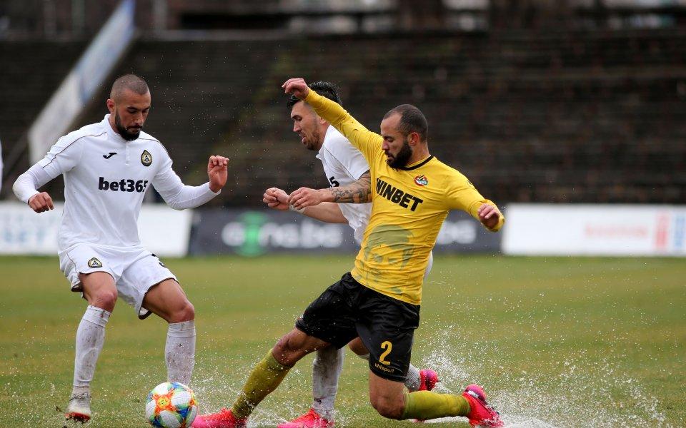 Ботев Пловдив ще подпише нови договори с трима свои футболисти.