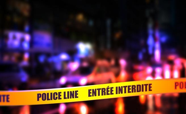 Неизвестен стреля по джамия в Париж