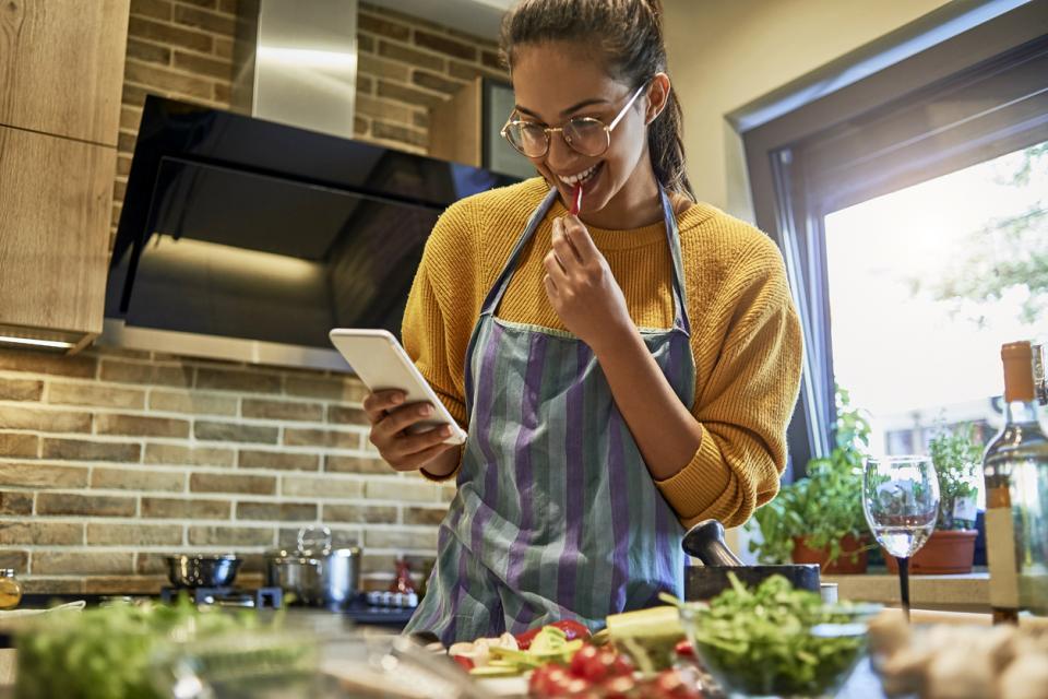 жена храна готвене кухня