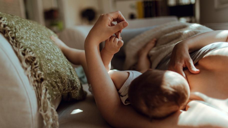 Защо кърмата е най-полезна за новородените?
