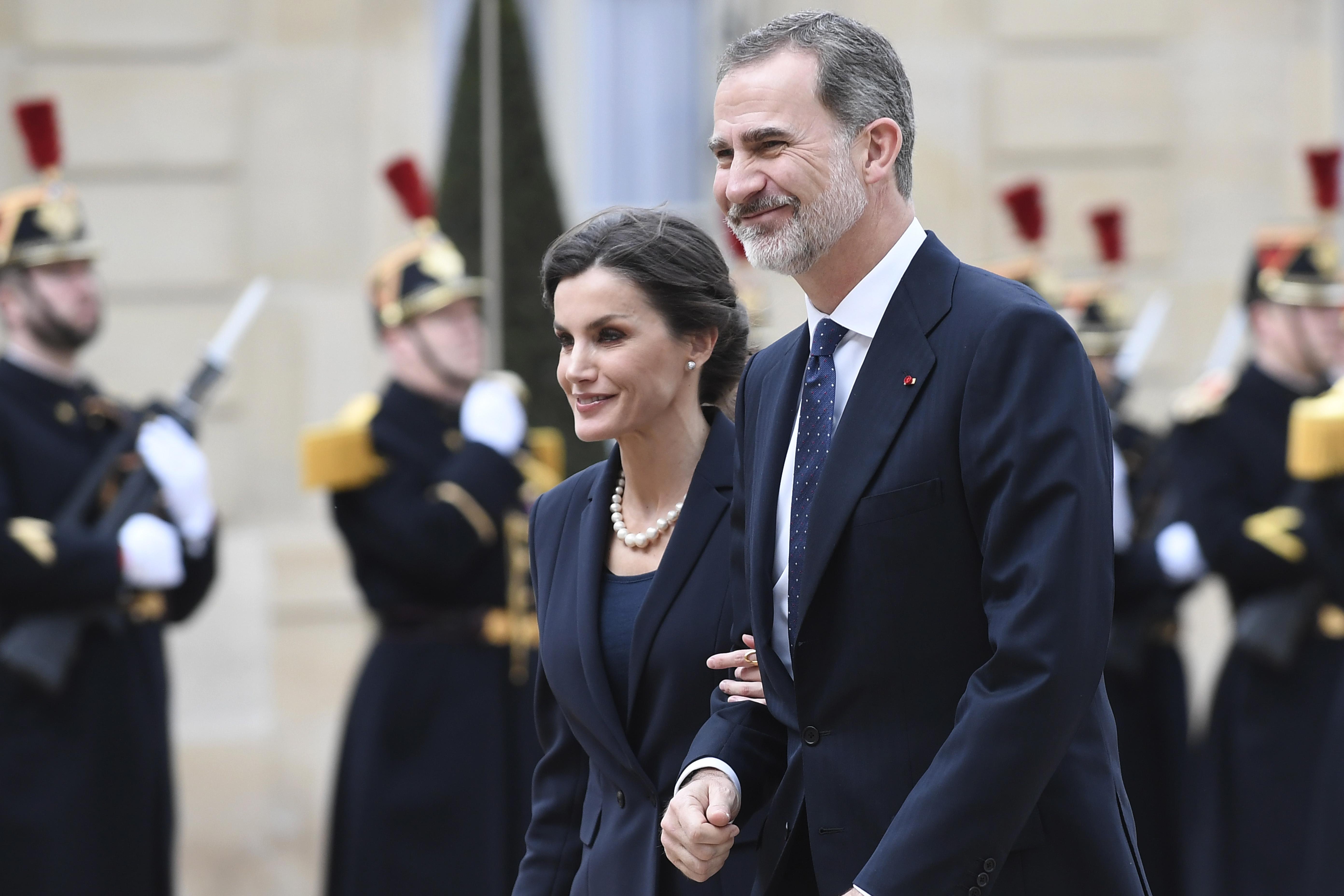 <p>Испанският крал Фелипе VI&nbsp;бе гост&nbsp;на френския президент Еманюел Макрон за първия Национален ден в памет на жертвите на тероризма във Франция. На церемония на площад Трокадеро в Париж Макрон отдаде почит на загиналите при терористични атаки.</p>