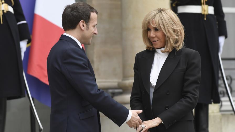 Френският президент и съпругата му се ваксинираха срещу ковид