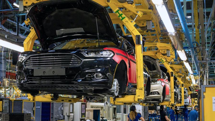 <p>Коронавирус покоси автомобилната индустрия</p>