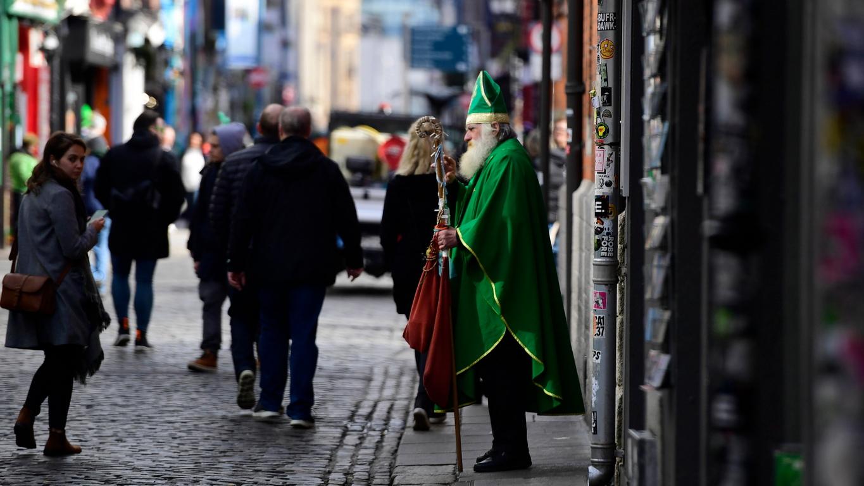 <p>Парадът в Дъблин е едно от най-големите ежегодни събития в ирландската столица, което събира хиляди участници и стотици хиляди зрители и се провежда на 17 март.</p>  <p>&nbsp;</p>