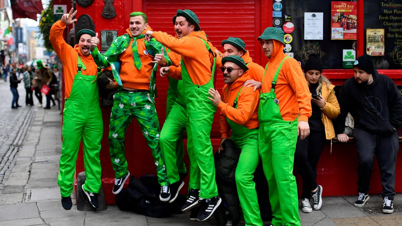 <p>Към тяхното решение се присъединиха съседите от Северна Ирландия, които също обявиха, че парадът се отменя</p>