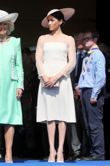 <p>22 май 2018 г. - Броени дни след сватбата си херцогинята на Съсекс изглежда изискано в <strong>светла рокля Goat и шапка Philip Treacy</strong> за празненството по случай 70-тия рожден ден на принц Чарлз.</p>