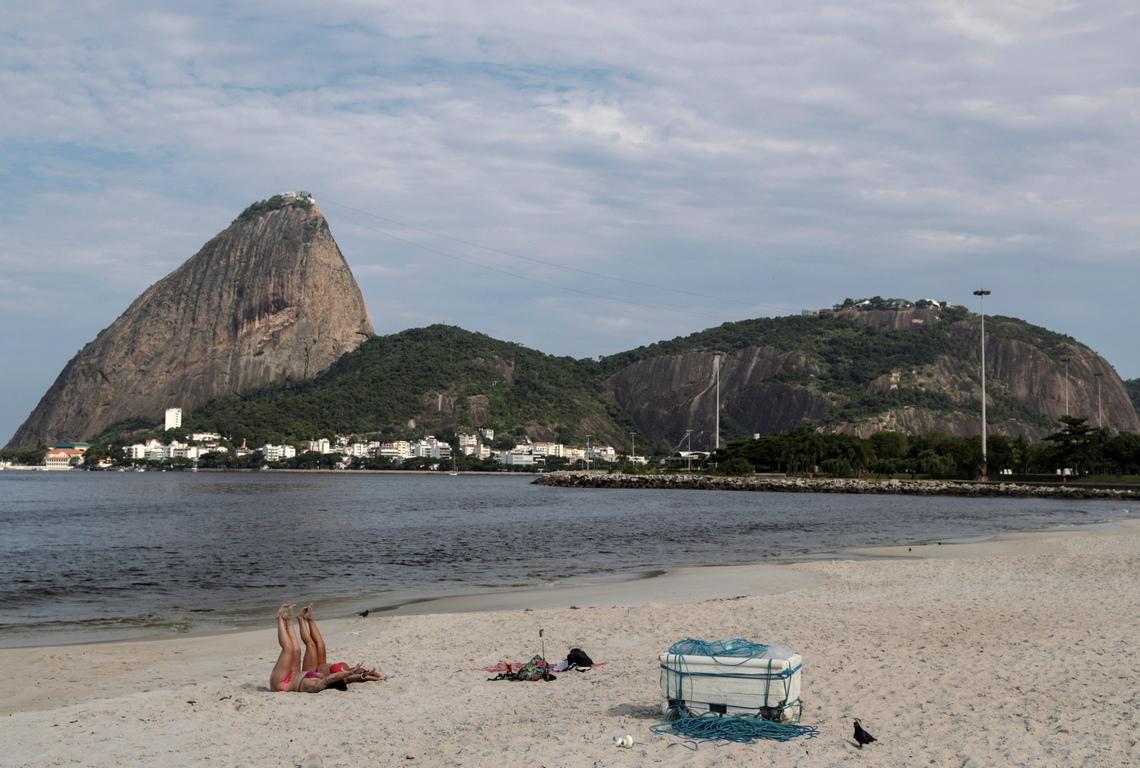 <p>Опустяха плажовете &quot;Фламенго&quot;, &quot;Копакабана&quot; и &quot;Ипанема&quot; в Рио де Жанейро, Бразилия</p>