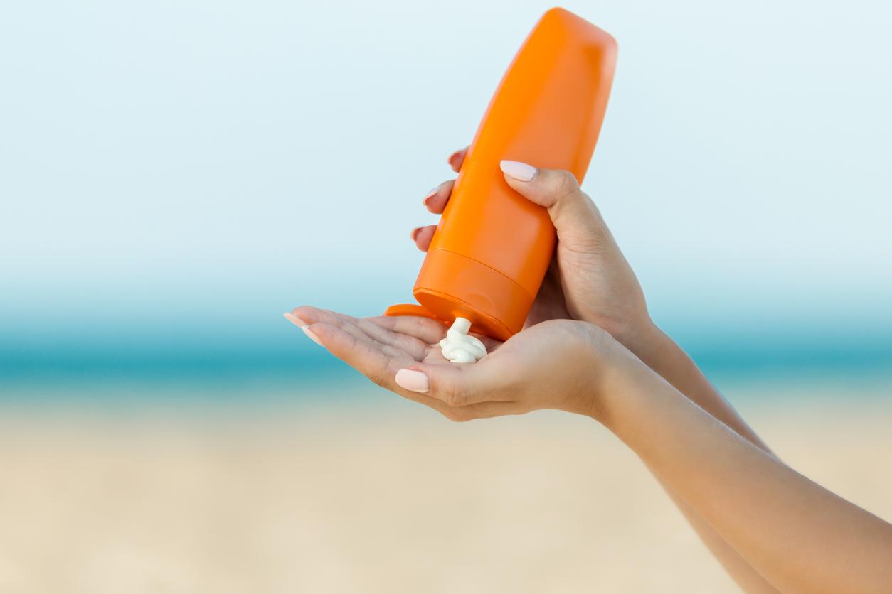 <p><strong>Слънцезащитен крем</strong></p>  <p>Върху слънцезащитния ви крем може би не е упоменат срок на годност, но това далеч не означава, че той е вечен. Според експерти слънцезащитните кремове обикновено издържат до 3 години, след което спират да бъдат ефективни.</p>