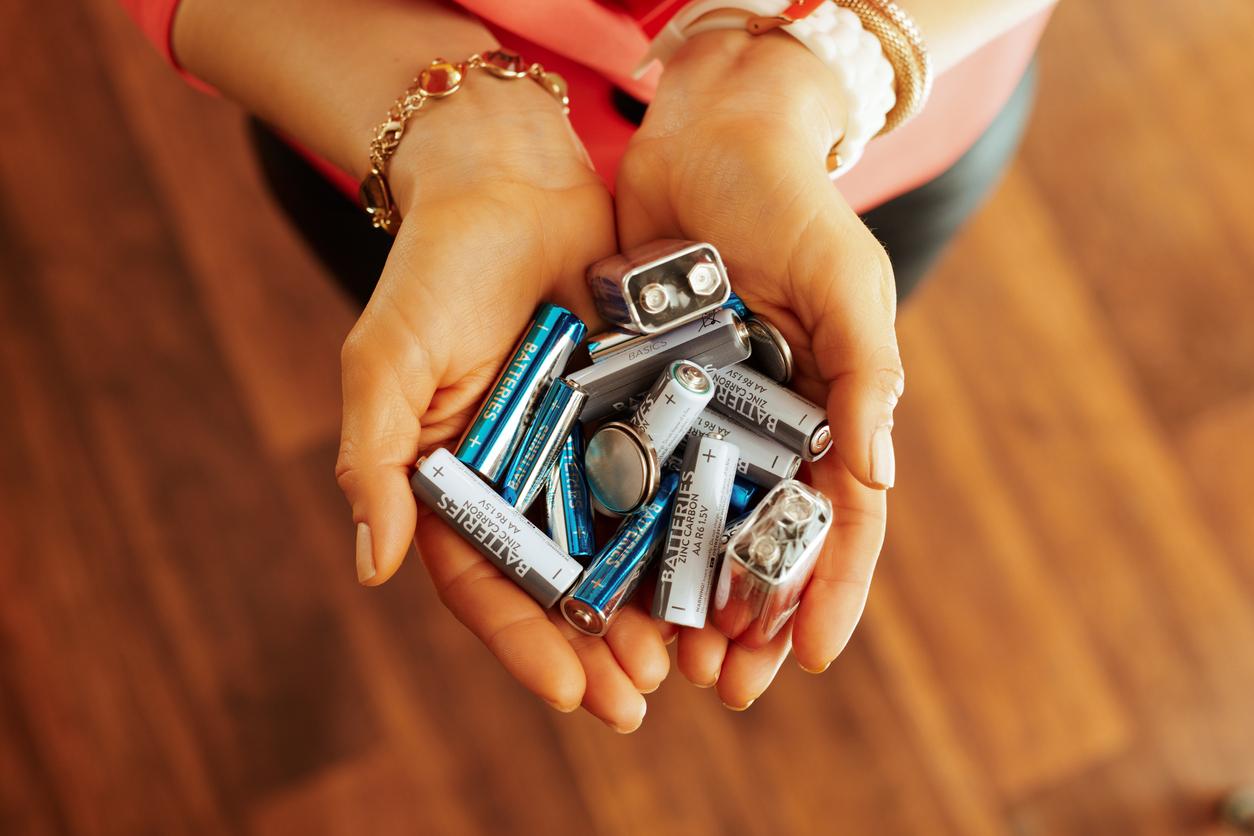 <p><strong>Батерии</strong></p>  <p>Повечето батерии имат срок на годност, упоменат на опаковката им. Вгледайте се добре преди да ги купите.</p>