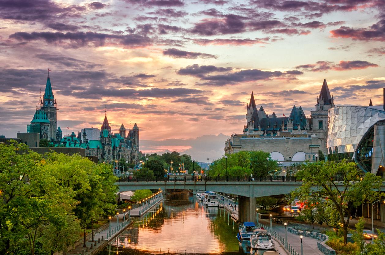 <p><strong>3. Коя е столицата на Канада?</strong></p>  <p>В) Отава</p>  <p><strong>4. Ханс Кристиан Андерсен е автор на три от тези приказки. Коя е излишната?</strong></p>  <p>Б) &bdquo;Хензел и Гретел&rdquo;</p>