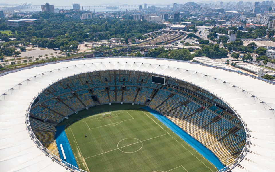 """Легендарният стадион """"Маракана"""" в Бразилия бе превърнат в полева болница,"""