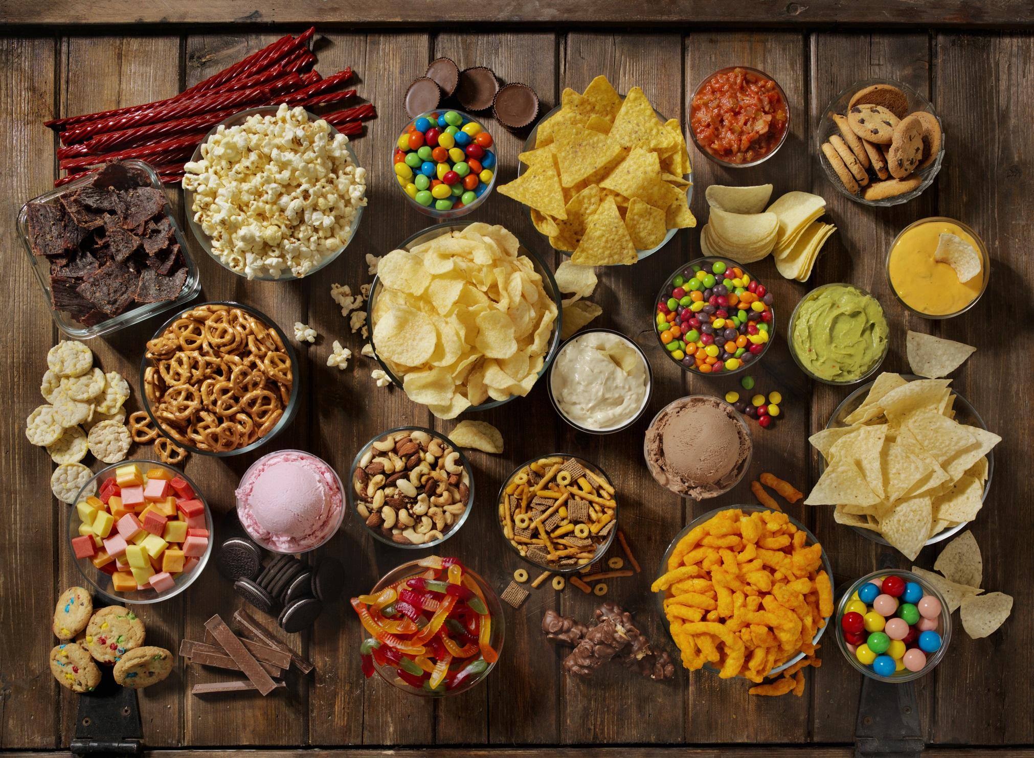 <p><strong>Зареждате килера с вредна храна</strong></p>  <p>Ако искате здравословна среда, започнете с килера и хладилника. Нормално е да се обръщате към вредни храни за утеха, но те могат да ви накарат да се почувствате мудни. Когато ядете преработени храни с високо съдържание на захари и мазнини, червата ви страдат, което кара настроението ви да страда.</p>