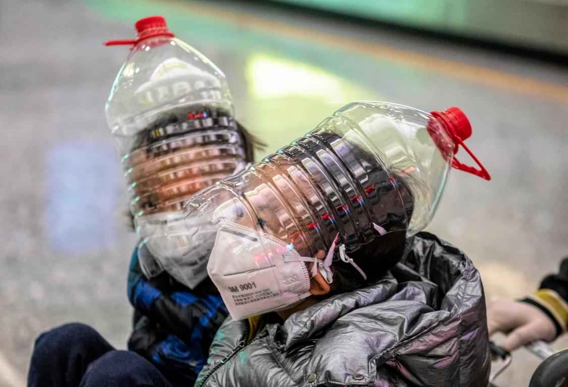 <p>СЗО предупреди за недостиг на предпазни маски и облекла в световен мащаб. Организацията към ООН поиска увеличаване на производството с 40%.</p>
