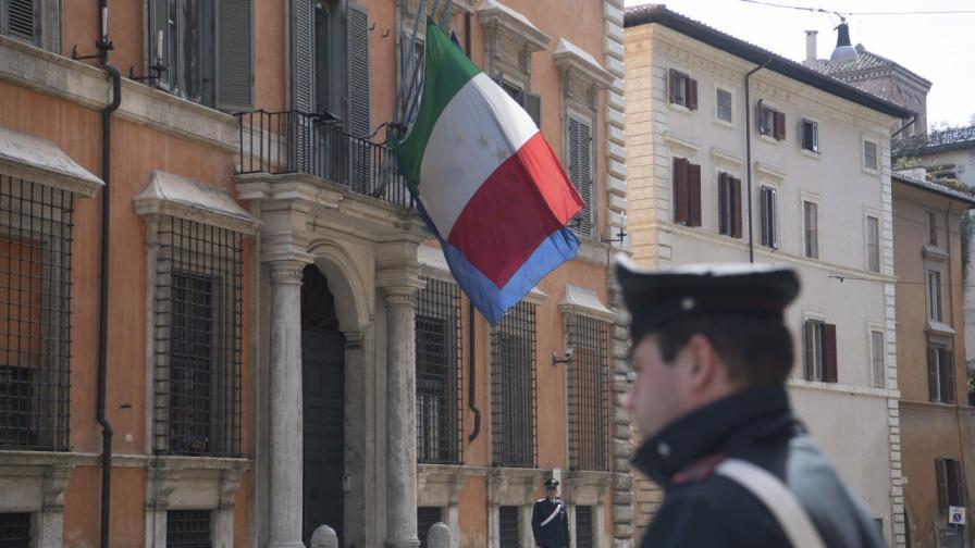 Знамената пред държавните учреждения в Италия са свалени наполовина в памет на жертвите от Ковид-19