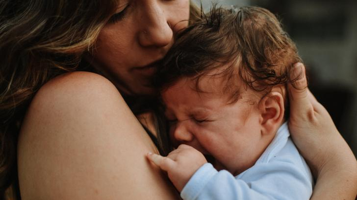 Какво представлява родилната тъга и по какво се различава от следродилната депресия
