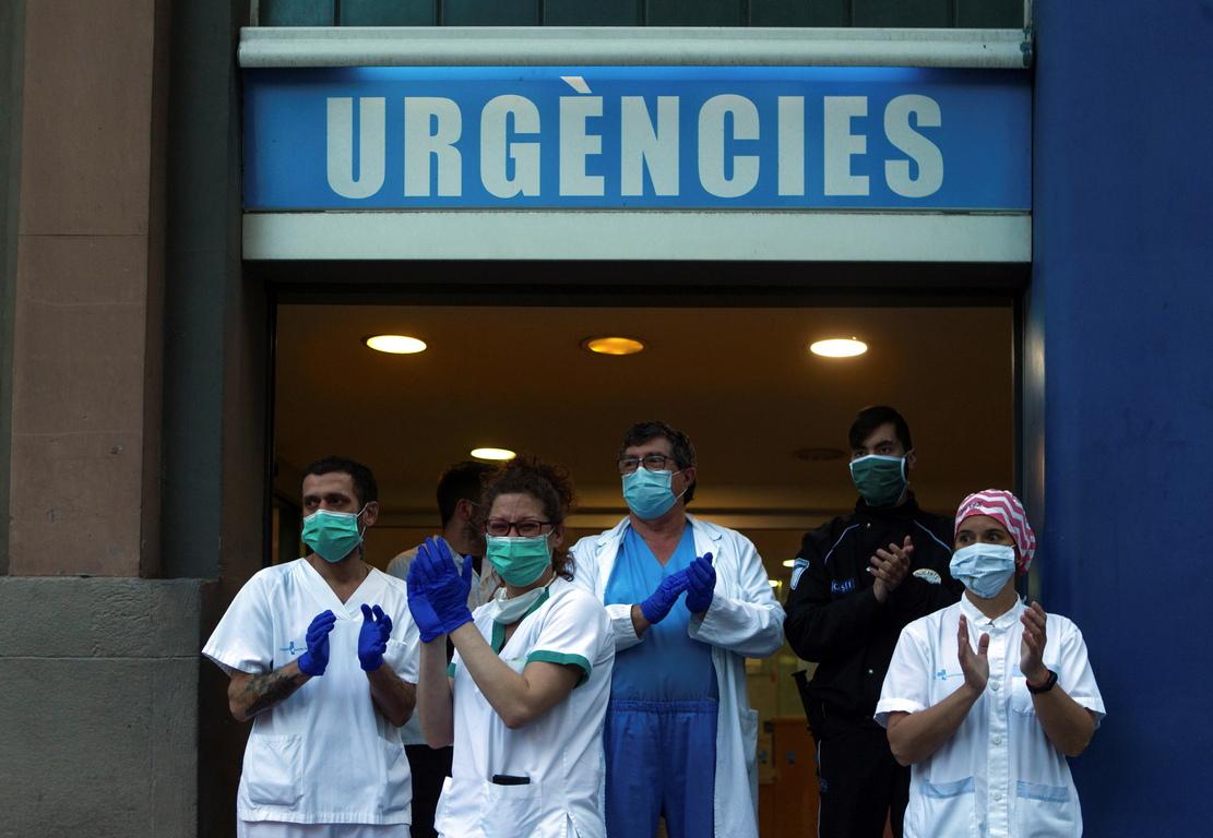 <p>&bdquo;Да, виждаме проблясък на надежда&ldquo;, но &bdquo;навлизаме в нова фаза, която няма да е лесна, преходната фаза&ldquo;, каза д-р Мария Хосе Сиера от центъра за спешни случаи на здравното министерство.</p>