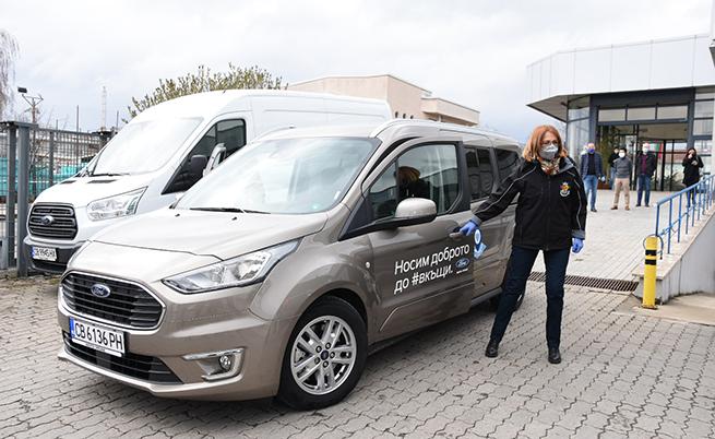 Столичният кмет г-жа Йорданка Фандъкова сама подкара един от автомобилите, с които ще се доставя храна до социално слаби в столицата.