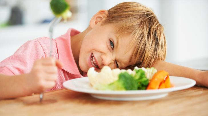 Какво да правя, за да не отказва детето ми храната, която му сервирам?
