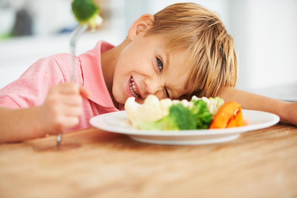 петгодишно момче хранене