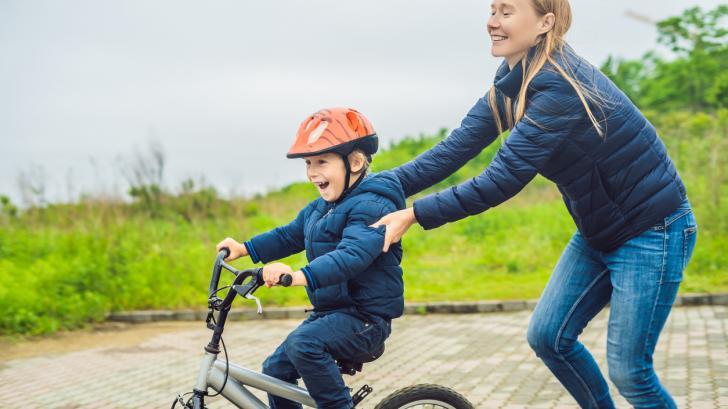 От триколка към велосипед на две колела - как да разберем дали детето е готово?