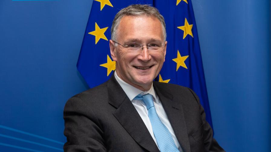 Заради COVID-19: Шефът на научната структура на ЕС хвърли оставка