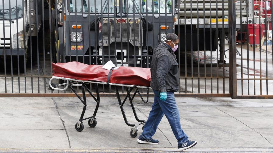 <p>Масов гроб за жертви на коронавируса в Ню Йорк</p>
