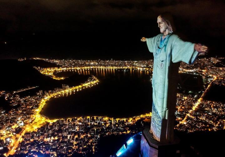 рие де жанейро беазилия исус христос коронавирус лекари ковид