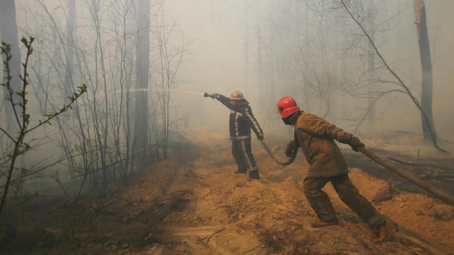 <p>Дим от пожара в Чернобил над Киев, има ли радиация</p>