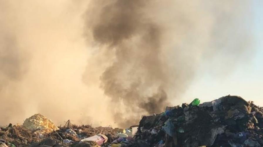 Сметището над Дупница се разгоря отново