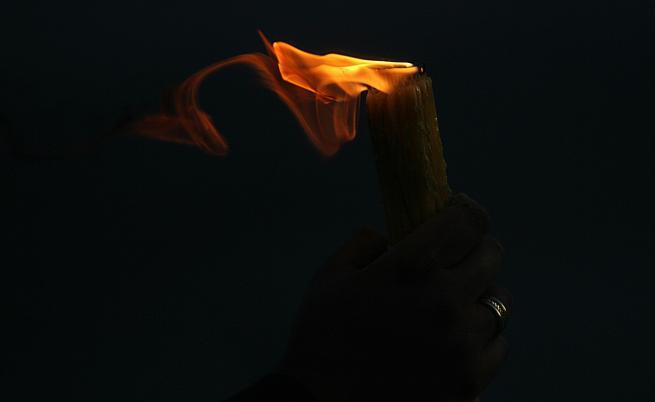 Благодатният огън се спусна над Божи гроб в Йерусалим