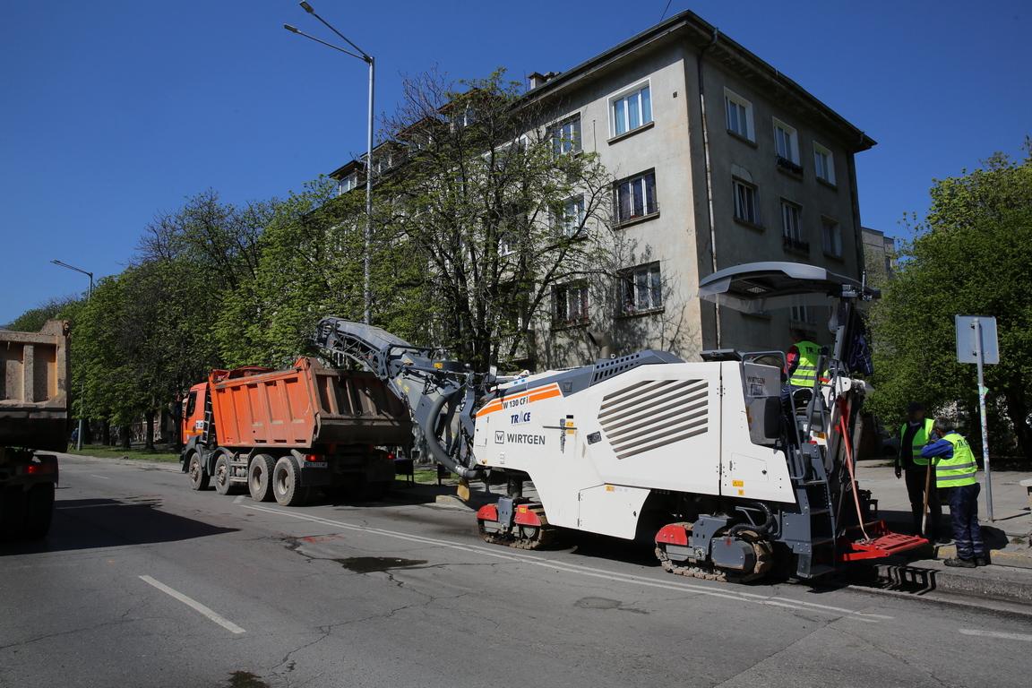 <p>Ремонт на столичния булевард &quot;България&quot; започна днес</p>