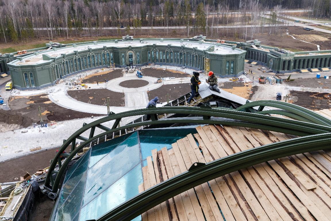 <p>Колосалните размери на храма в парка &quot;Патриот&quot;: са смайващи - той е дълъг 95 метра и струва над 3,6 млрд. рубли (около 41 млн. долара).</p>