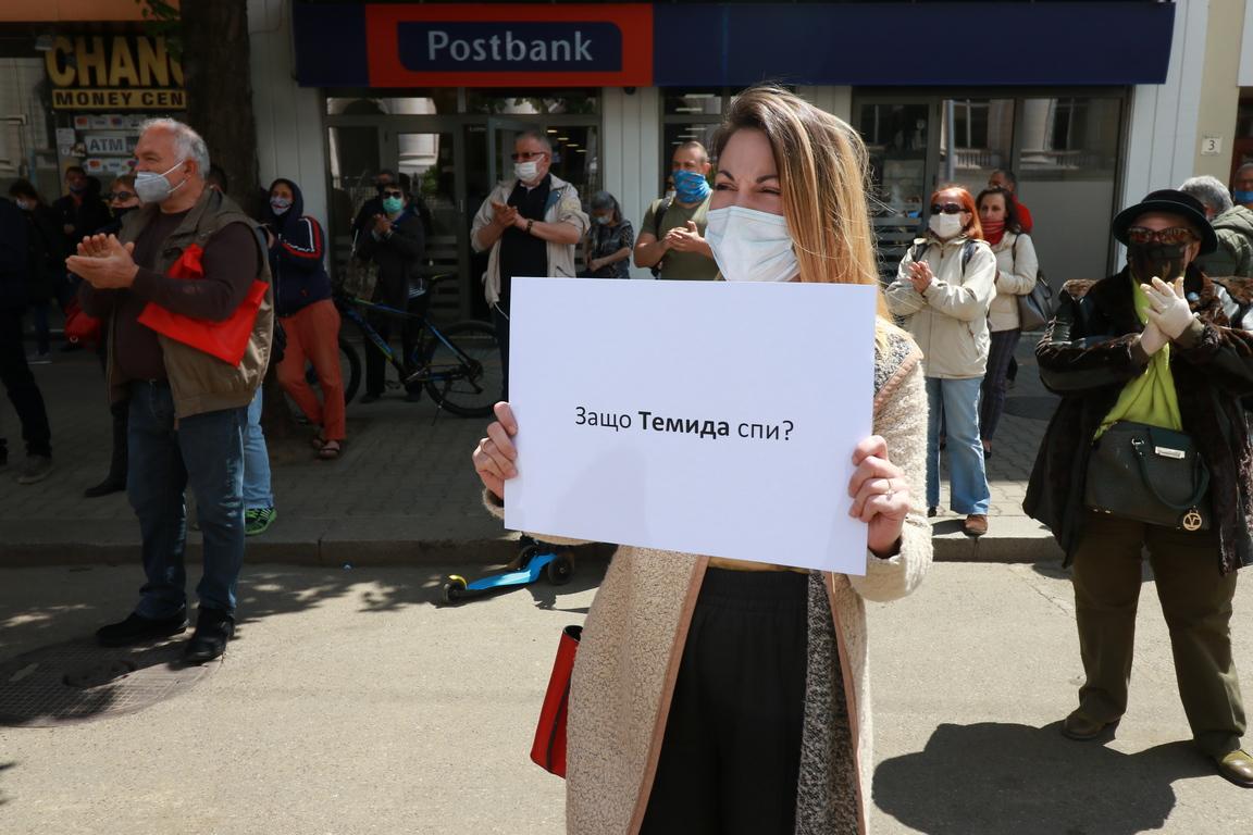 <p>Бдение в памет на загиналия в катастрофа журналист Милен Цветков.</p>