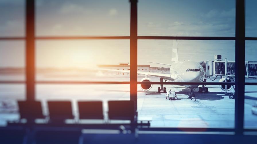 <p>70 българи&nbsp;блокирани на летище в Париж</p>