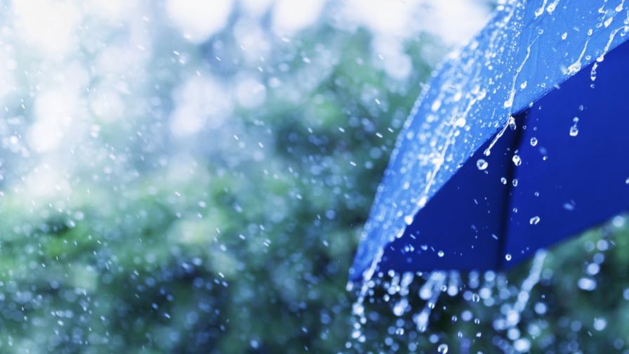 Дъжд и гръмотевици на места, ще вали ли през уикенда?
