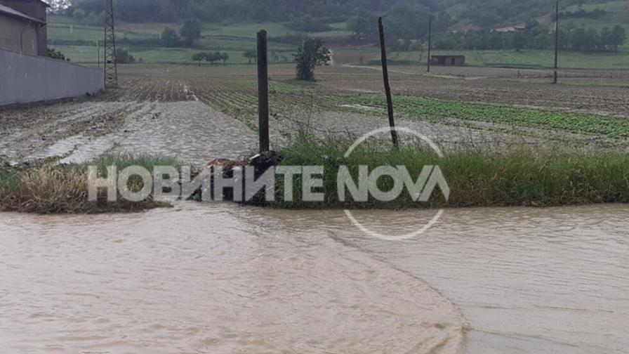Мощна буря и порой се развиха в Гоцеделчевско