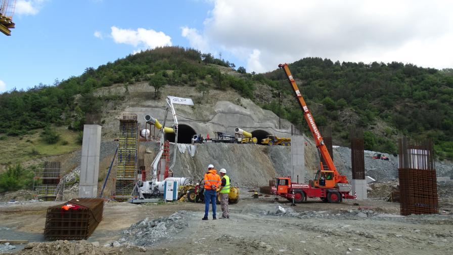 Най-дългият автомобилен тунел у нас ще е...